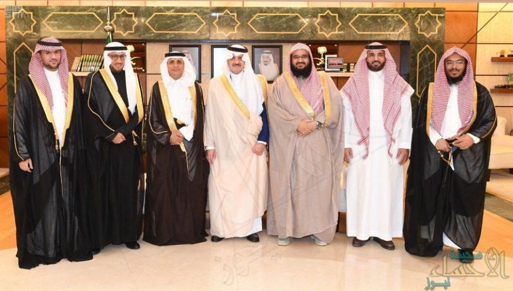 """الأمير """"سعود بن نايف"""" يستقبل منسوبي """"كلية الشريعة"""" بالأحساء"""