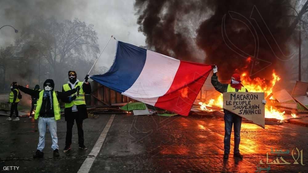 """سخرية من بيان """"رسمي"""" سوري يخشى على سلامة الطلاب بفرنسا"""