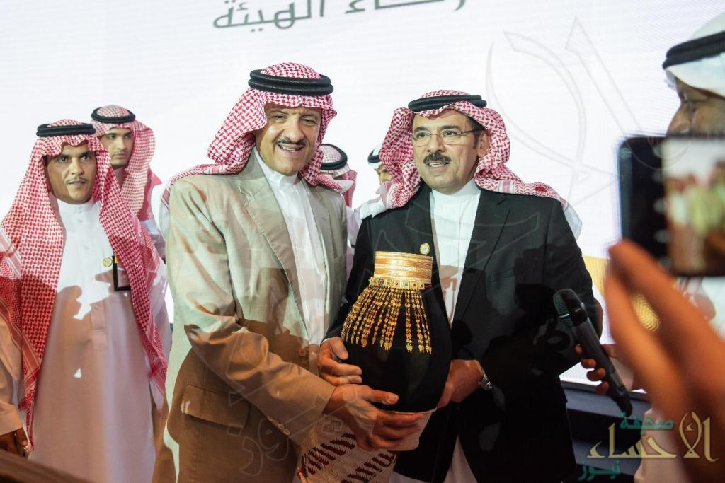 """بالصور.. """"مرتعشة حساوية"""" إهداء خاص لـ""""أمير السياحة والتراث"""" سلطان بن سلمان"""