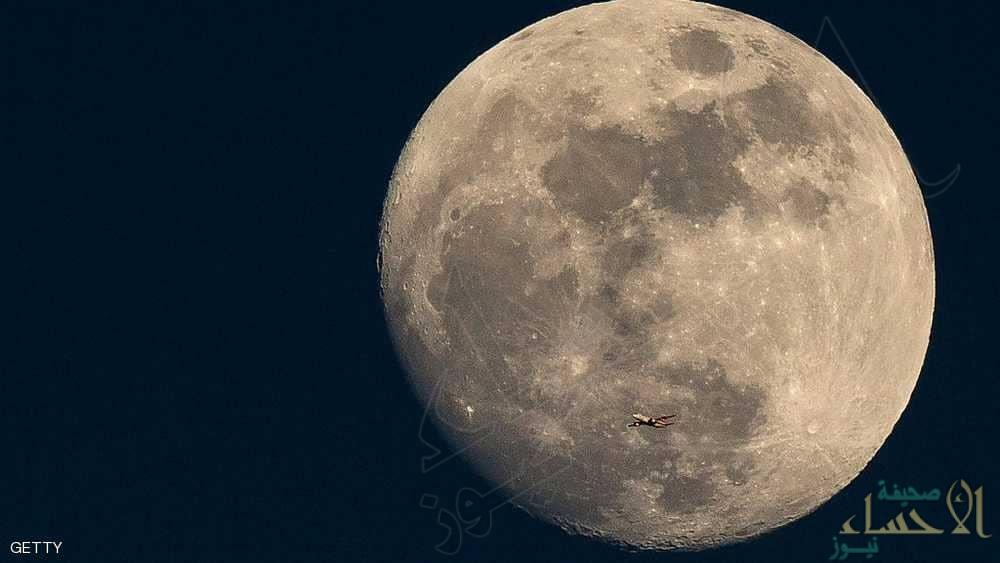 """اليوم.. الصين تحقق """"حلم البشرية"""" على القمر"""