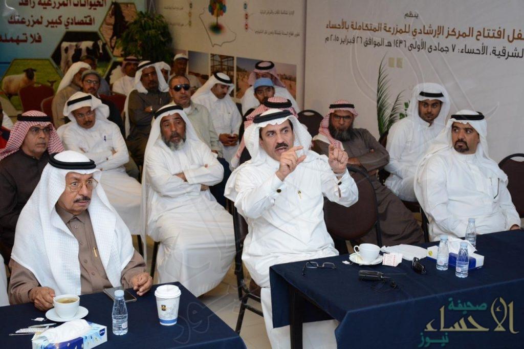 بالصور.. المركز الإرشادي بالأحساء: يوم حقلي لتوعية المزارعين بأهمية تسميد النخيل