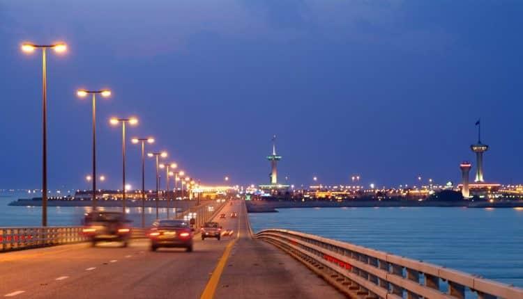 """فيديو … هذا موقف """"جسر الملك فهد"""" من موعد التشغيل وعودة حركة المسافرين"""