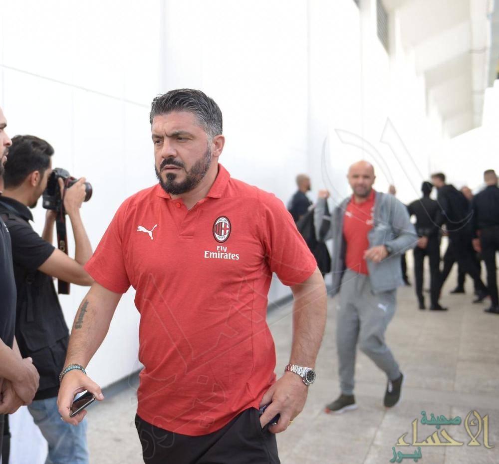 """وصول لاعبو """"اي سي ميلان"""" إلى مقر التدريب استعداداً للسوبر الإيطالي"""
