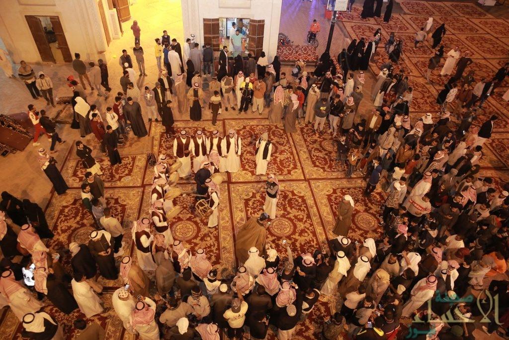 """""""10"""" ألاف زائر يتحدون """"شتاء الأحساء"""" وسط مهرجان القيصرية"""