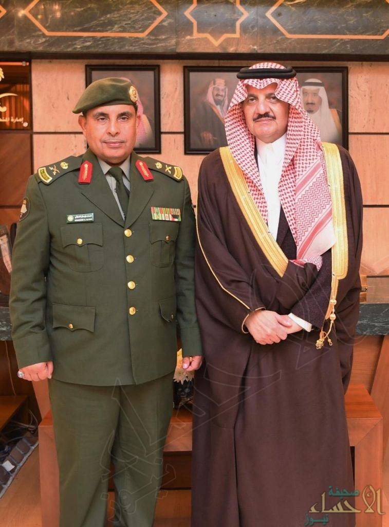 """الأمير """"سعود بن نايف"""" يُقلد مدير جوازات الشرقية """"العوفي"""" رتبته الجديدة"""