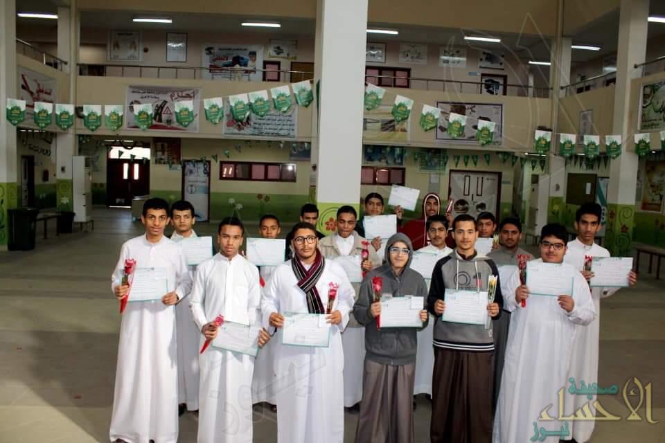جوائز لتكريم متفوقي 8 مدارس للبنين والبنات من لجنة الصالحية