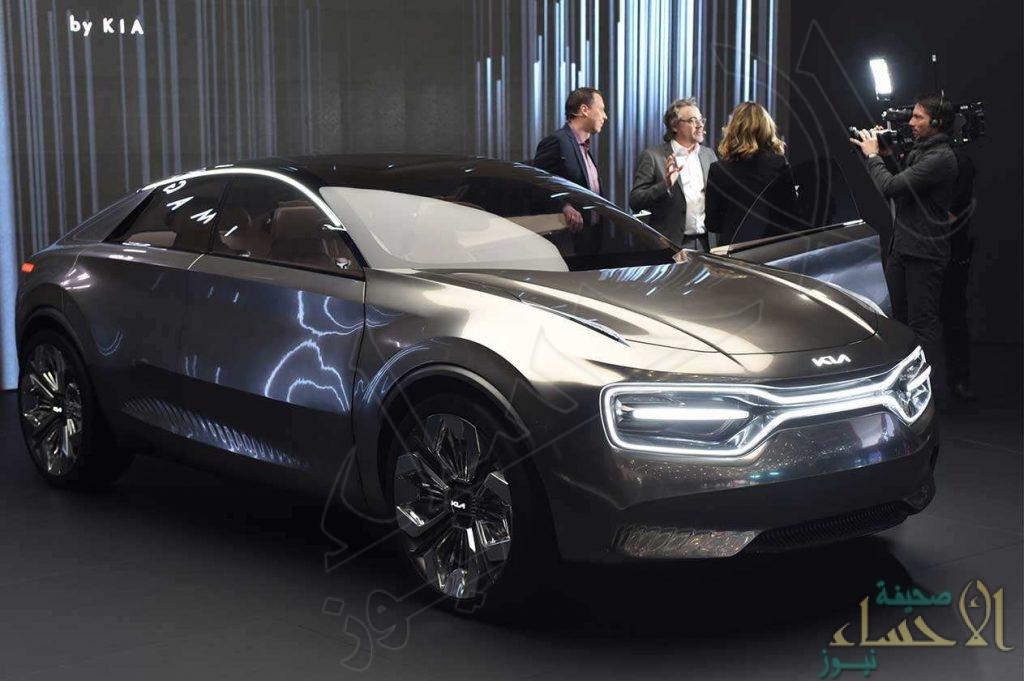 """""""كيا"""" تقدِّم سيارة كهربائية بتقنية الشحن اللاسلكي"""