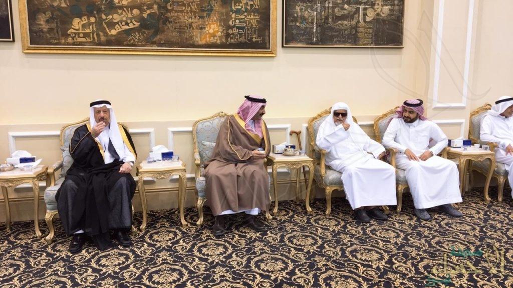"""سمو الأمير """"عبدالعزيز بن محمد"""" يُعزي أسرة """"الجعفري"""" في وفاة فقيدها"""