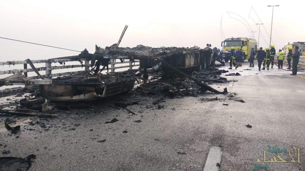 بالفيديو والصور … وفاة واصابة 4 أفراد بحادث مروع على جسر الملك فهد !!
