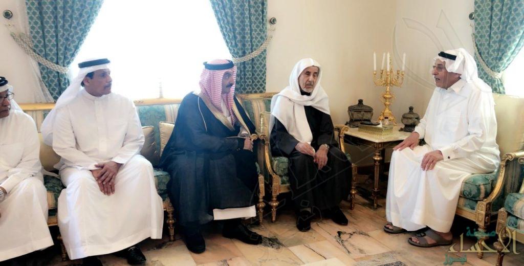 """سمو الأمير """"عبدالعزيز بن محمد"""" يُقدم واجب العزاء لأسرة """"الموسى"""""""