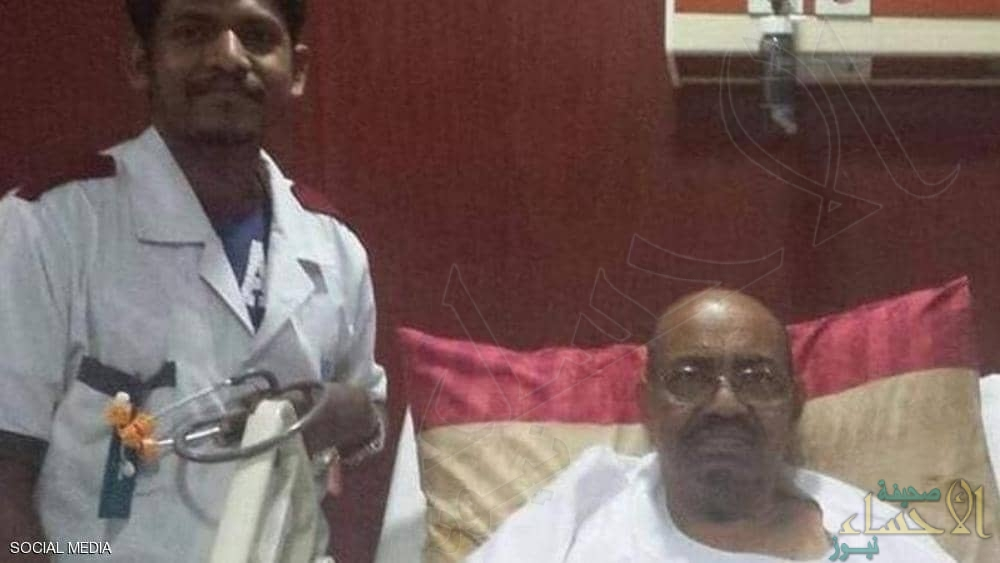 هذه حقيقة الصورة المتداولة للبشير في المستشفى !!