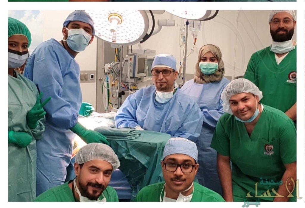"""بعملية يتم إجرائها لأول مرة.. إعادة السمع لطفل بمستشفى """"ملكية الجبيل"""""""