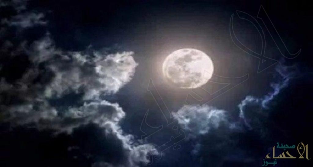 """""""القمر الوردي"""" يضيء سماء المملكة .. مشهد يتكرر مرة كل عام"""