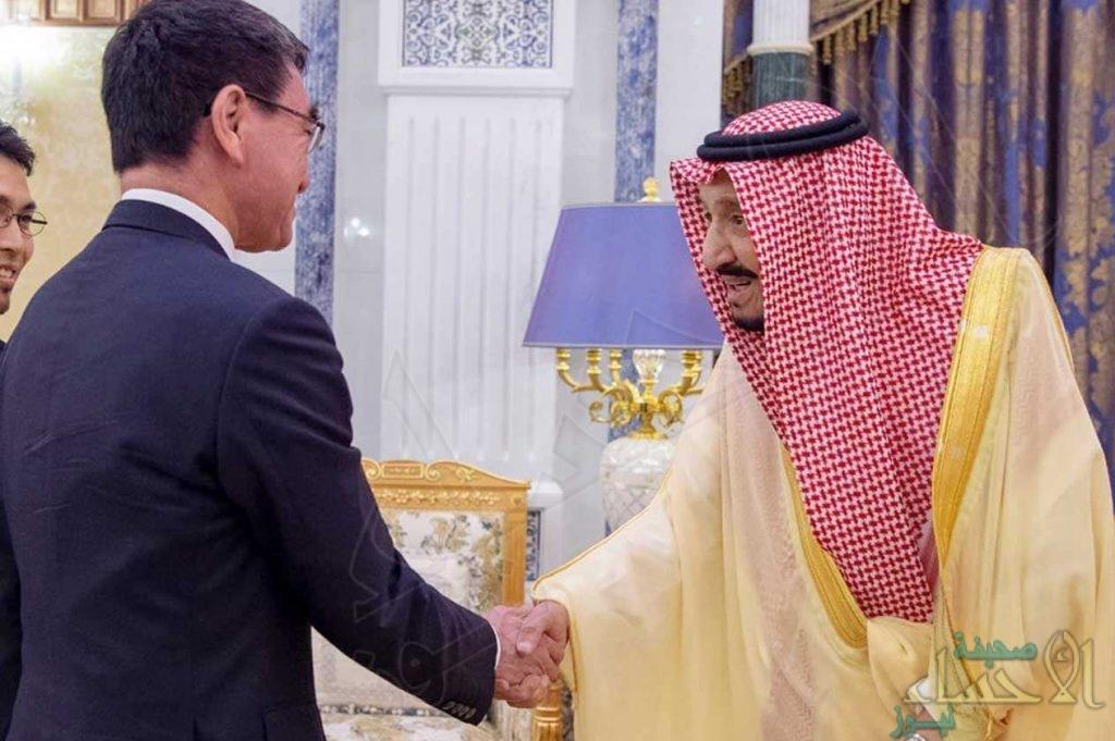 خادم الحرمين يبحث مع وزير الخارجية الياباني ترتيبات قمة العشرين المقبلة