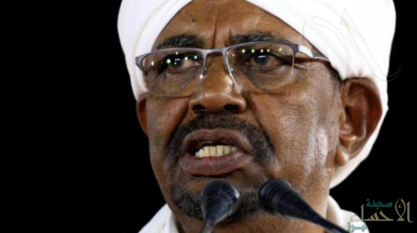 """تصاعد وتيرة الاحتجاجات في السودان.. وترقب لإذاعة بيان هام من """"القوات المسلحة"""""""