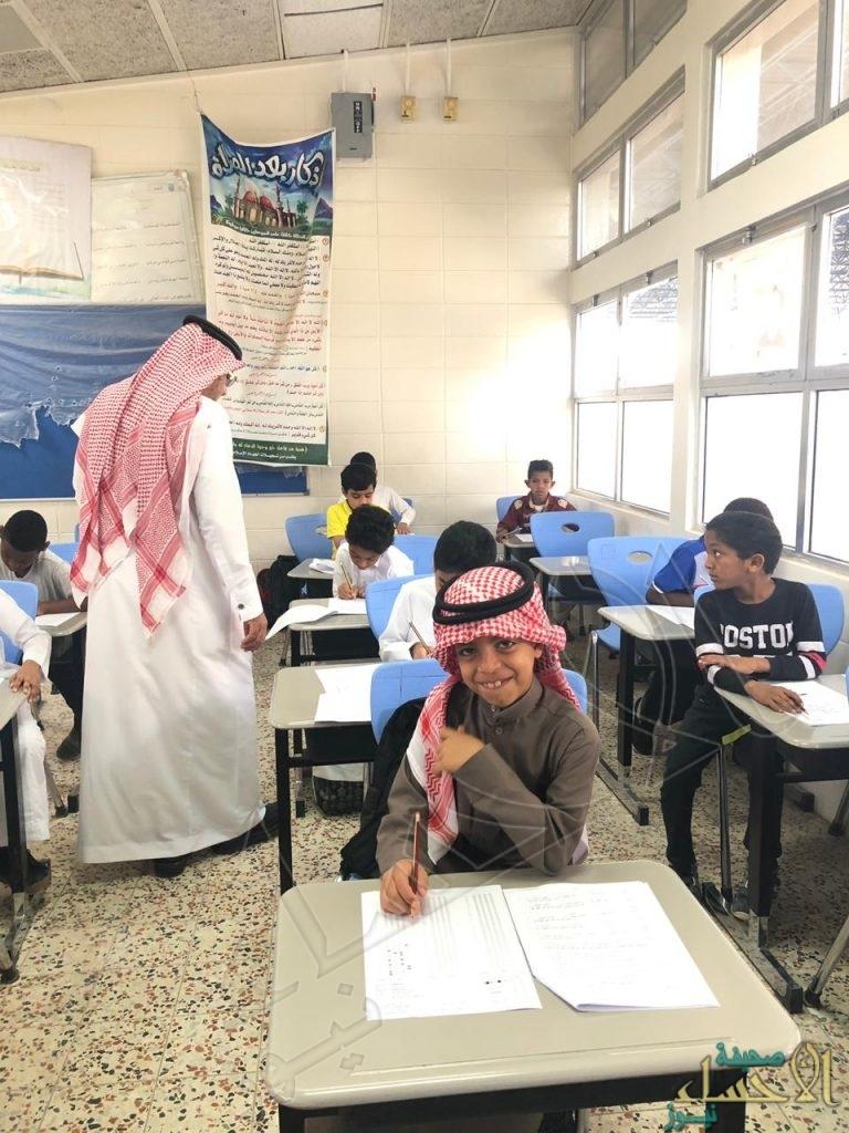 """طلاب """"ابن مشرف"""" الابتدائية يؤدون """"الاختبارات المركزية"""""""