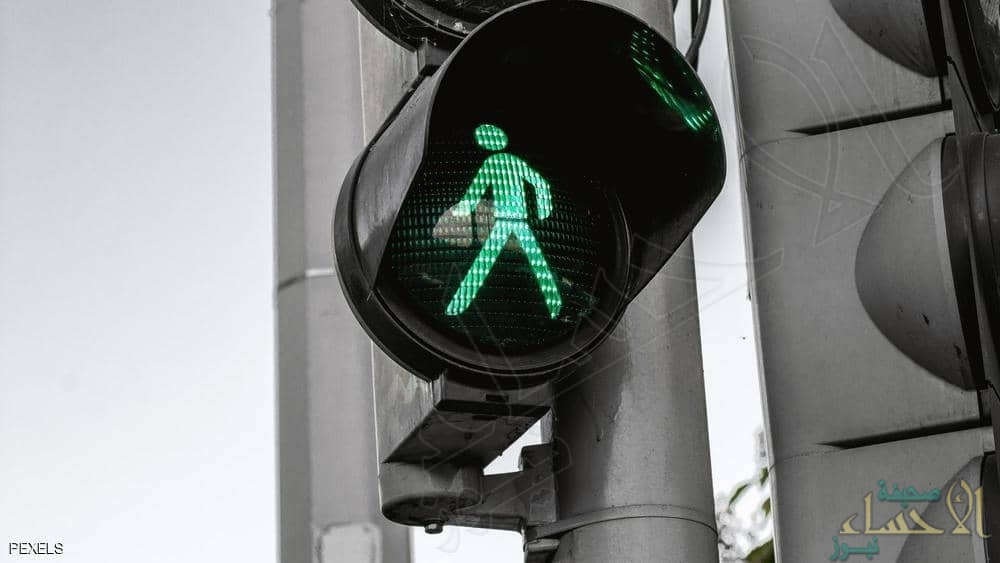 تعرّف على الفرق بين الإضاءة المتقطعة والمتصلة لإشارة المرور الحمراء (فيديو)