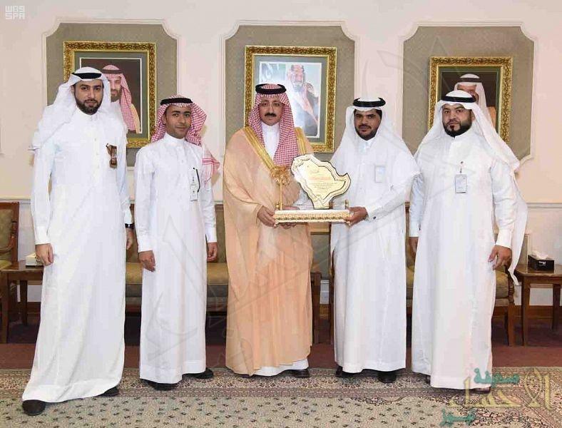 """الأمير """"بدر بن محمد"""" يطّلع على سير مكتب """"عمل الأحساء"""""""