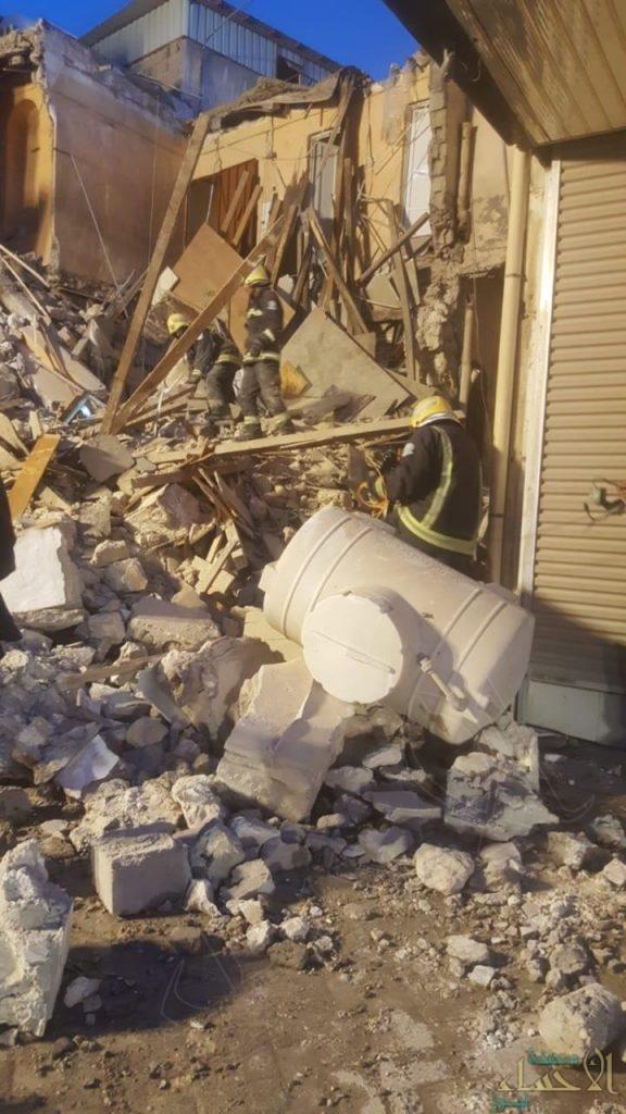 """بالصور.. """"الكوت"""" تشهد انهيار أحد المباني القديمة بالكامل  وهذا ما حدث لسكانه !!"""
