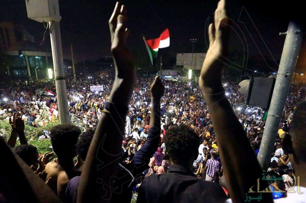 تجمع المهنيين السودانيين يحذر من فض الاعتصام ويدعو للاحتشاد أمام قيادة الجيش