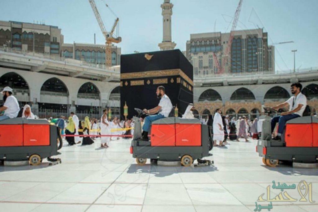 """بالصور.. السعوديون يُنظفون أطهر بقاع الأرض و البداية بـ""""130″ سعوديًا في """"الحرم المكي"""""""