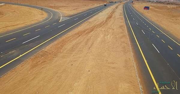 """لُقّب بـ""""الطريق الأعجوبة.. تعرّف على طريق  """"عمان – السعودية"""" الذي يقطع """"الربع الخالي"""" ويرى النور قريبًا"""