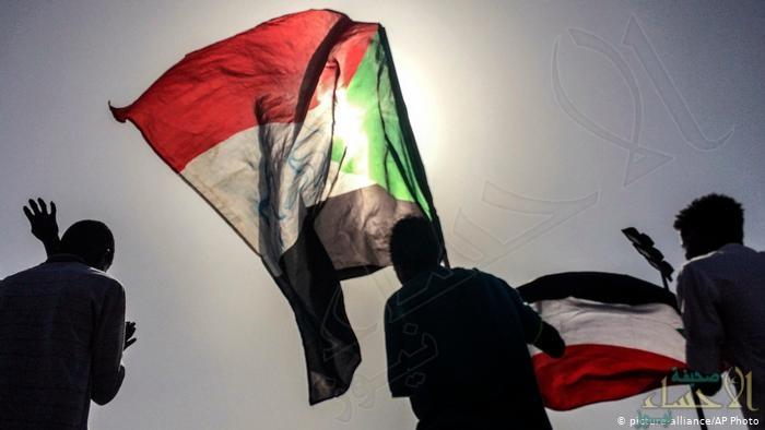 """""""العسكري"""" بالسودان يعلن: الشريعة الإسلامية ستظل مصدرا للتشريع"""