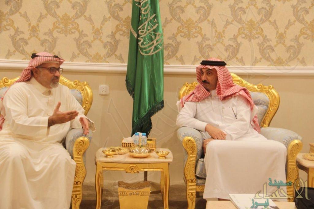 """الأمير """"عبدالعزيز بن جلوي"""" يستقبل رئيس """"هوية الأحساء"""""""