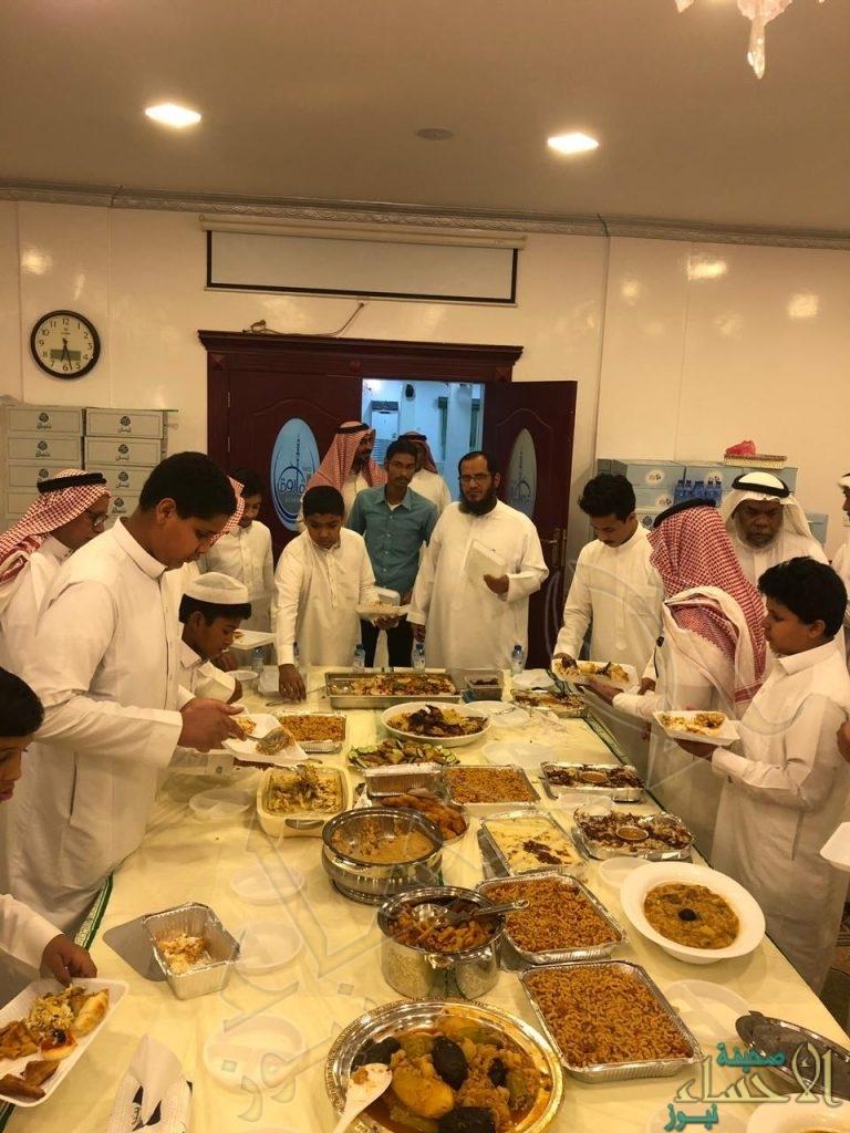"""بالصور… جماعة جامع """"الفاروق عمر"""" بمحاسن يجتمعون على مائدة الإفطار"""