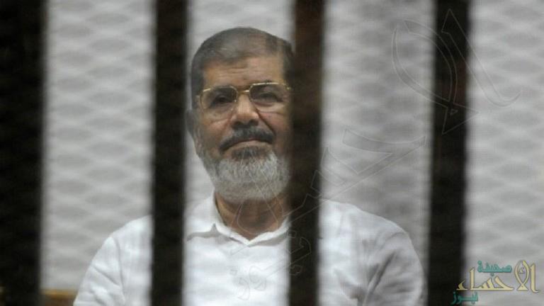 طلب من القاضي الكلمة فأُغمي عليه.. وفاة الرئيس المصري السابق محمد مرسي في المحكمة