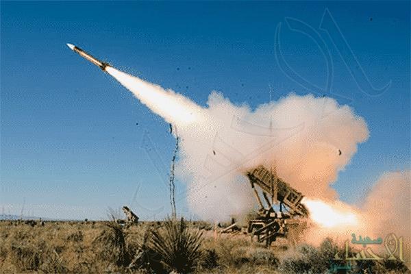 """""""الدفاع الجوي"""" يدمر صاروخًا باليستيًا في سماء أبها"""