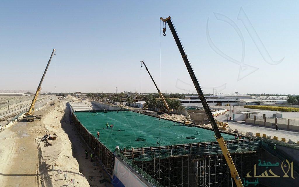 """بالصور… """"الملحم"""" يكشف موعد الانتهاء من مشروع """"مدخل الأحساء الشمالي"""""""