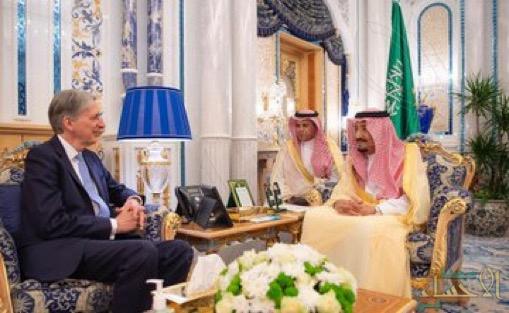 خادم الحرمين الشريفين يستقبل وزير الخزانة البريطاني