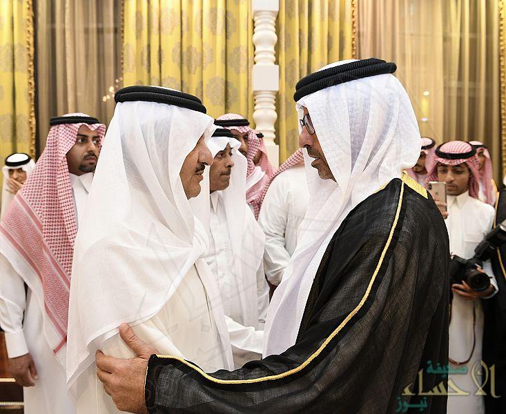 بالصور… أمير المنطقة الشرقية يستقبل المعزين في وفاة الأميرة الجوهرة بنت عبدالعزيز بن مساعد
