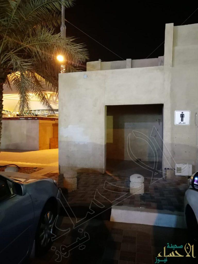"""بالصور… في """"عاصمة السياحة العربية 2019"""": """"دورات مياه"""" مُعطّلة في أشهر سوق تُراثي بالواحة!!"""