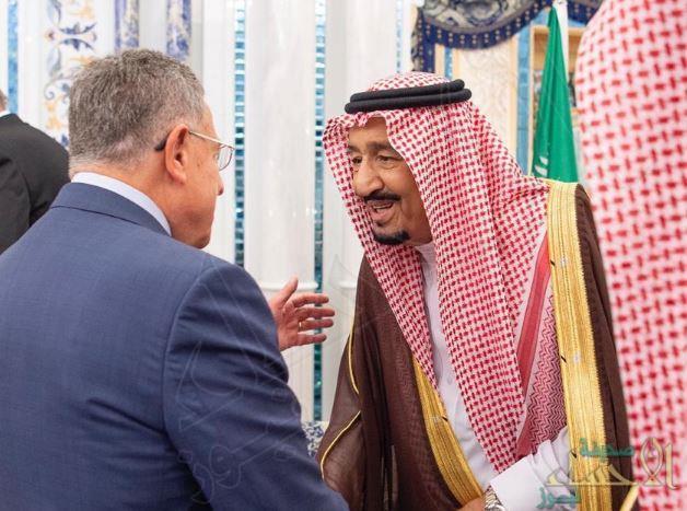بالصور.. خادم الحرمين الشريفين يستقبل رؤساء وزراء لبنان السابقين