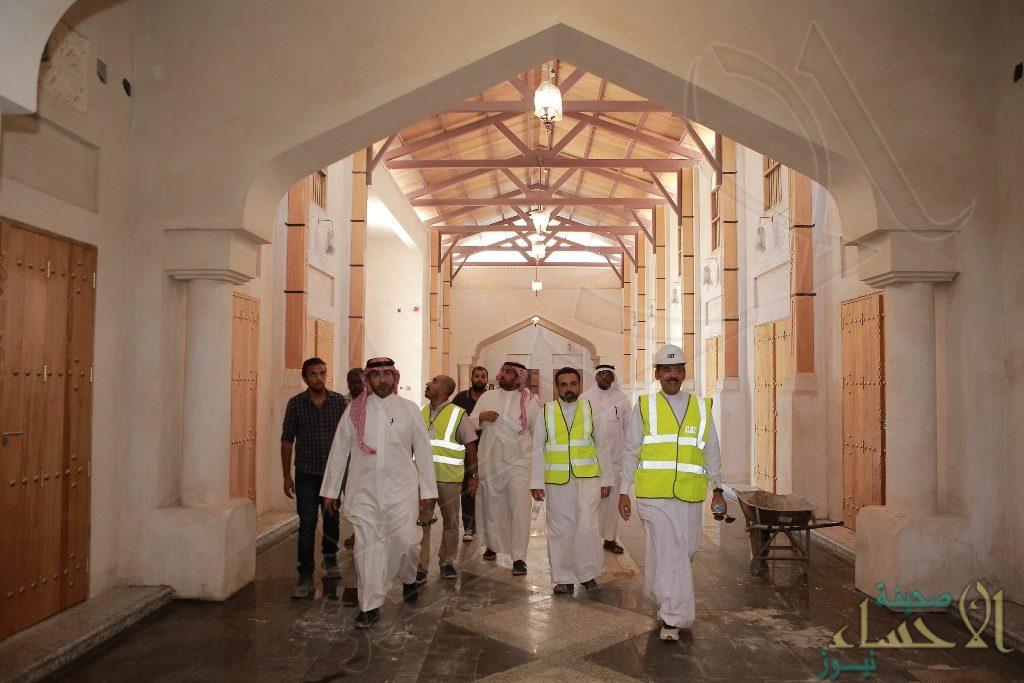 """بالصور… """"الملحم"""" يؤكد: 90% نسبة الإنجاز مشروع """"قلعة الحرفيين"""""""