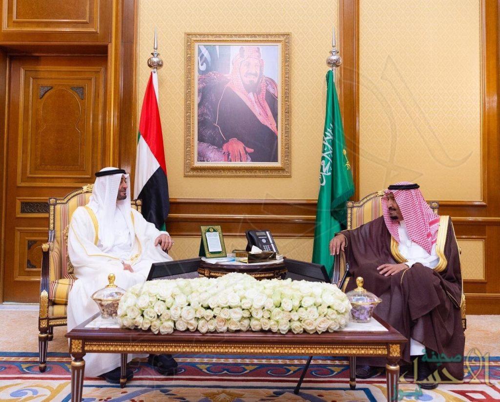 خادم الحرمين الشريفين يلتقي ولي عهد أبوظبي، ويستعرضان العلاقات الأخوية بين البلدين