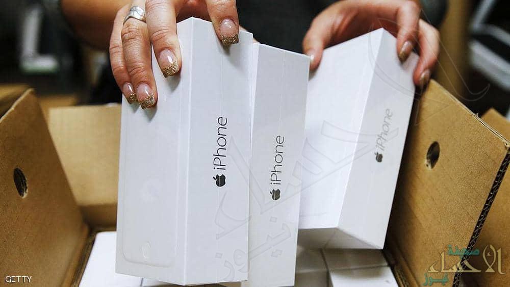 """""""آيفون"""" يتراجع إلى المركز الرابع عالميا في سوق الهواتف"""