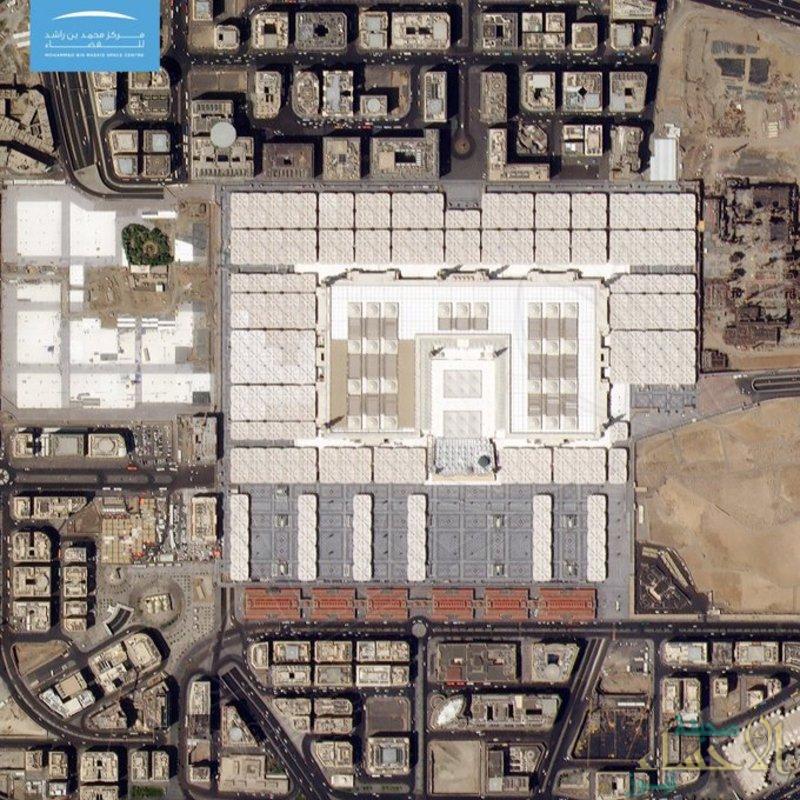 """"""" #خليفة_سات """" يلتقط صورةً من الفضاء للمسجد النبوي بمناسبة بداية 1441"""