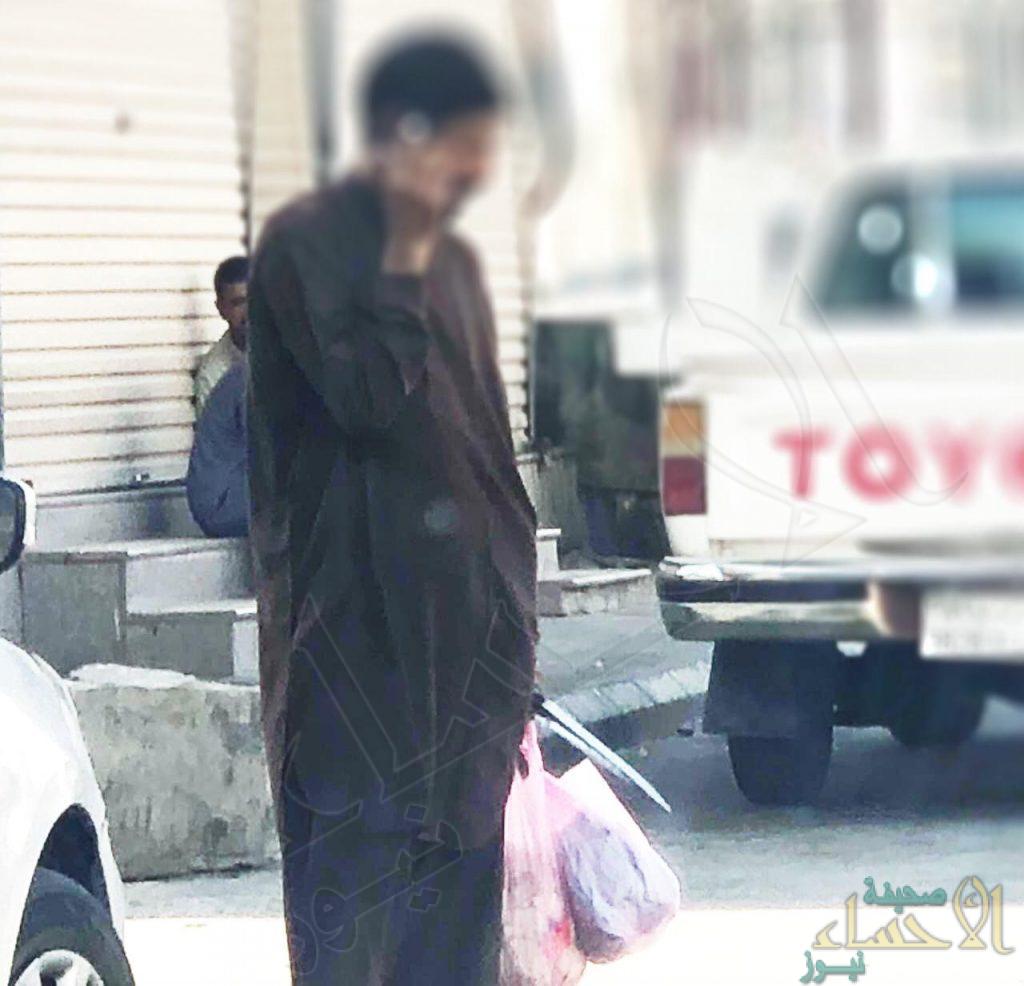 """نرصد لكم بالصور … عمالة """"تسْتَلَّ سكاكينها"""" استغلالًا للأضحى في شوارع الأحساء !!"""