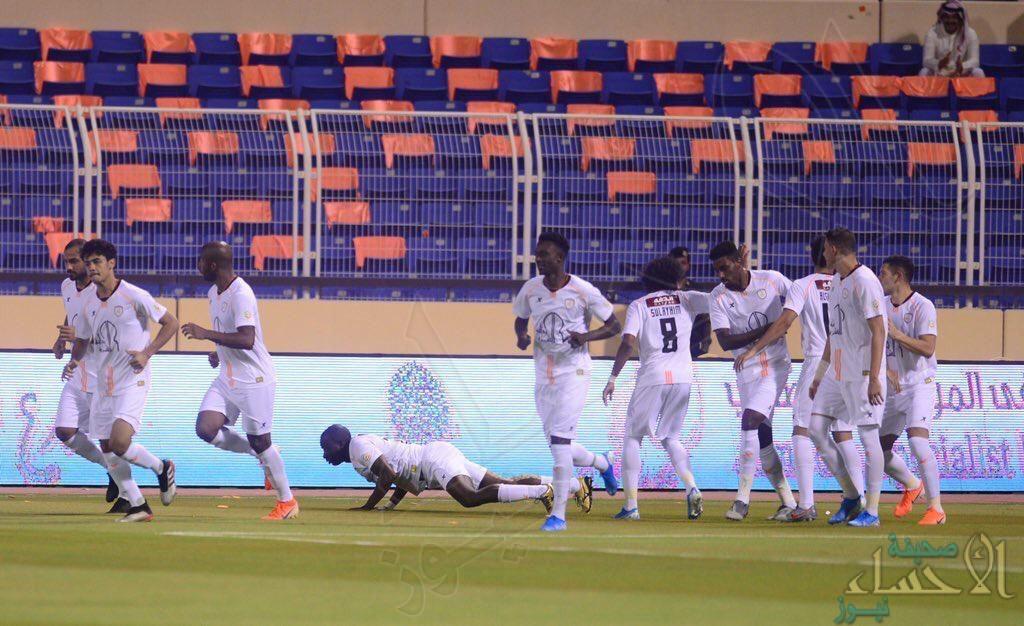 بالفيديو … مهاجم الشباب يسجل أسرع هدف في الدوري ويحتفل على طريقة العنكبوت