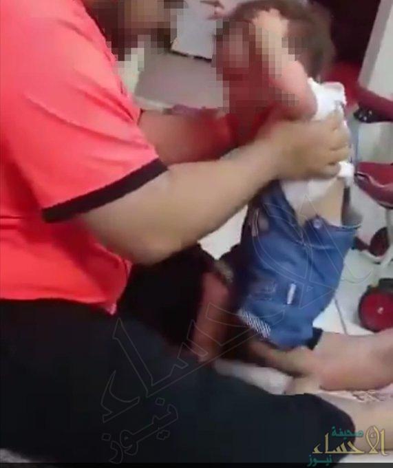 """""""العمل"""" تُعلن: وحدة الحماية الاجتماعية تواصل البحث عن معذب طفلة"""