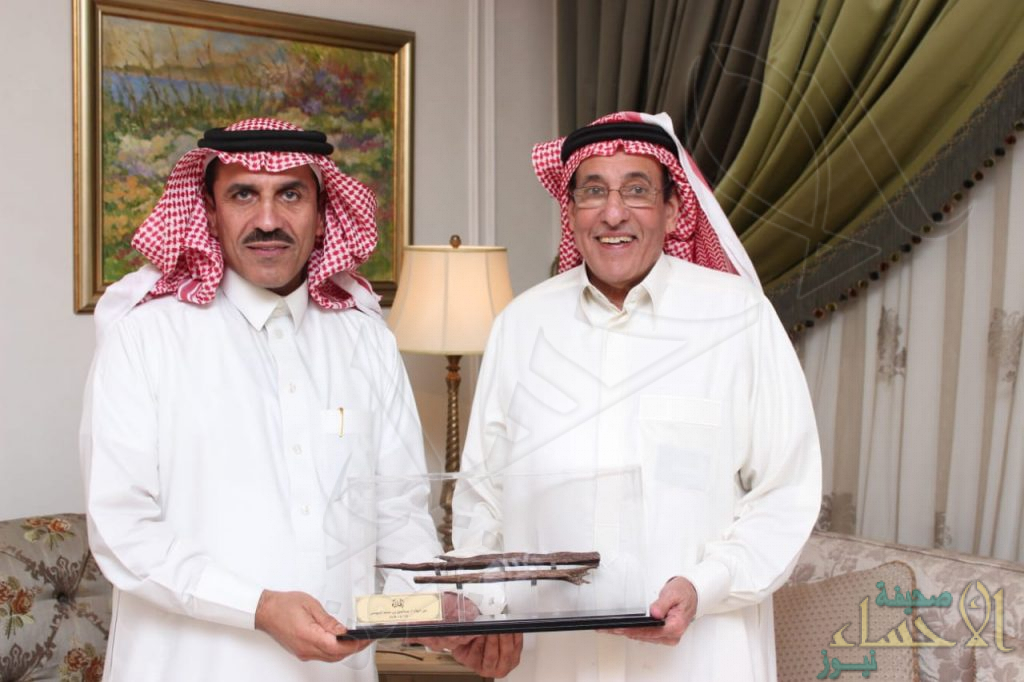 """الشيخ """"عبدالعزيز الموسى"""" يحتفي و يُكرّم المهندس """"خالد الحسيني"""""""