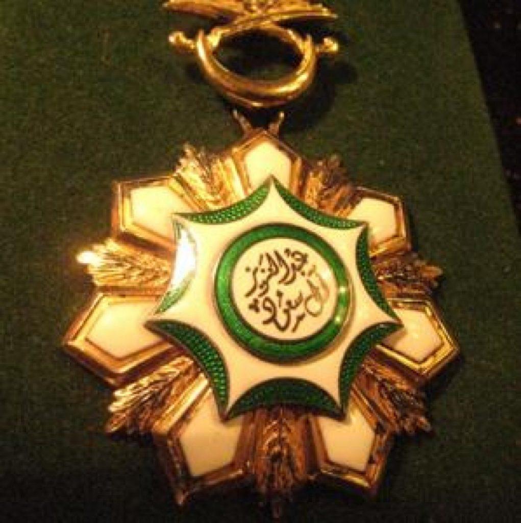 هذه أسمائهم ..  منح 426 مواطناً وموطنة وسام الملك عبدالعزيز لتبرعهم بأحد أعضائهم