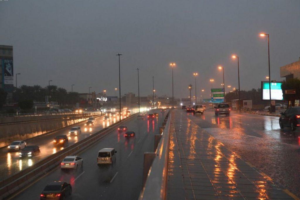 """تنبيهات الأرصاد لـ""""اليوم السبت"""": أمطار وسحب رعدية وأتربة مثارة على بعض مناطق المملكة"""