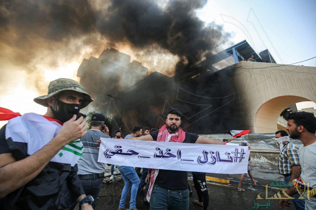 """بالتفاصيل .. هذا ما يحدث في العراق وهتافات المتظاهرين: """"طهران برا برا كربلاء تبقى حرة"""""""