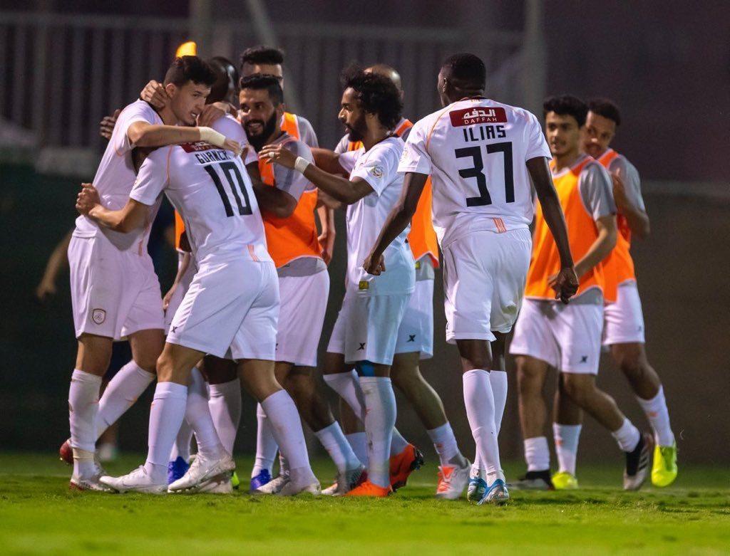 """""""الشباب"""" يمنح كل لاعب 20 ألف ريال مكافأة بعد الفوز على الوحدة"""