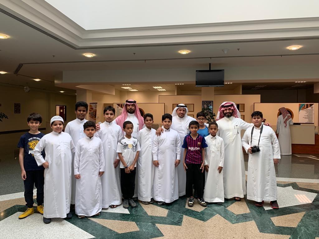 الإمام عاصم لتحفيظ القرآن الكريم في زيارة إلى المكتبة المركزية بجامعة الملك فيصل