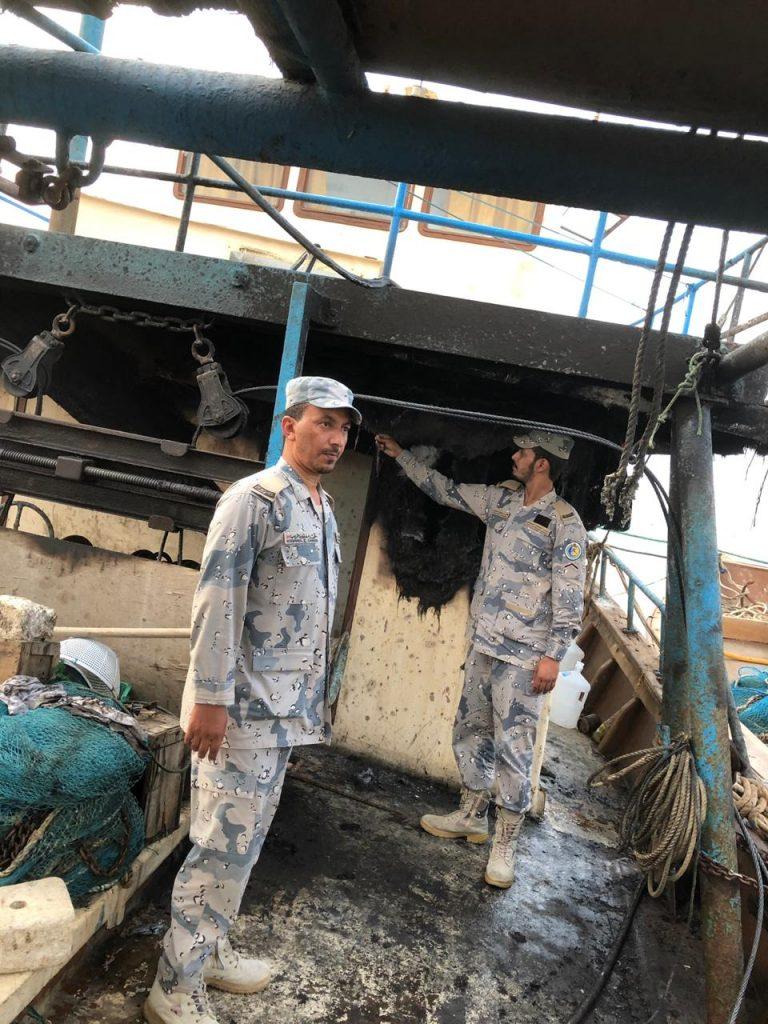 """٤ بحّارة تعرّض قاربهم لحريق في عرض البحر … و""""حرس الحدود"""" يدخل لإنقاذهم!"""